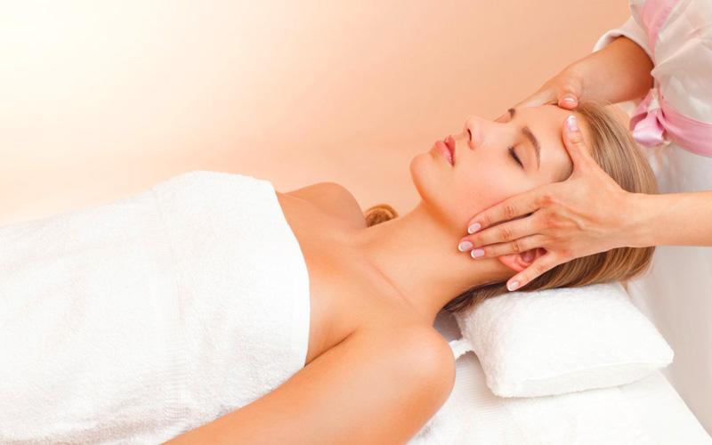 Пластический лимфодренажный массаж лица